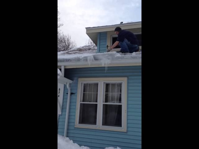 Grand Rapids Mi Removing Roof Ice 2014